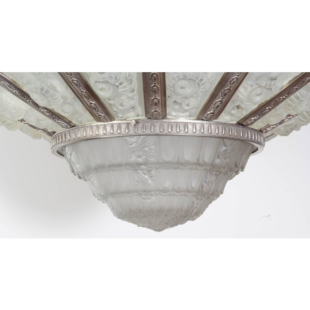 1930s Palatial French Art Deco Fourteen Panel Chandelier by Genet et Michon For Sale - Image 5 of 11
