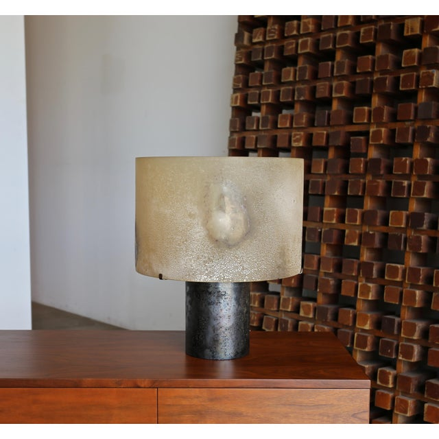 Alfredo Barbini Scavo glass table lamp, circa 1965. This piece is signed to the interior.
