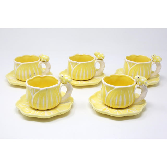 1970s Vintage Hand-Painted Yellow and White Flower and Frog Espresso Cups and Saucers - Set of 12 For Sale - Image 5 of 13