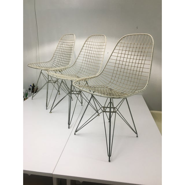 Authentic Vintage White Wire Eiffel Chairs by Charles Eames for Herman Miller - Set of 3 For Sale - Image 12 of 12