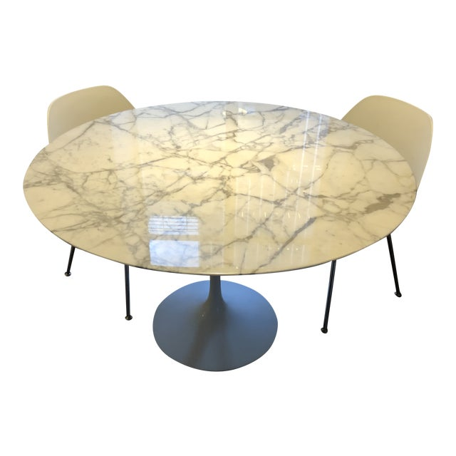 "Mid-Century Modern Knoll Studio Saarinen 47"" Round Marble Top Dining Table For Sale"