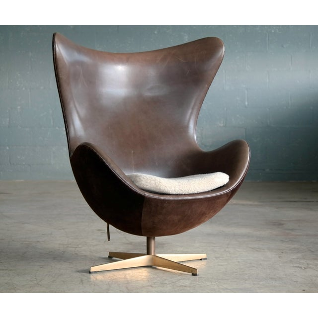 Mid-Century Modern Golden Egg Chair Special Anniversary Edition by Fritz Hansen For Sale - Image 3 of 11