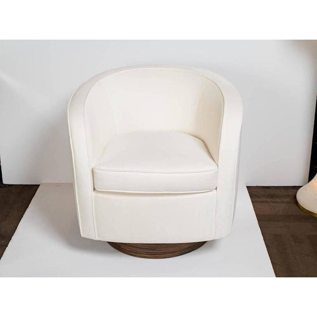 ec2fdb94f59b0 Pair of Milo Baughman Lounge Chairs with Swivel Bases For Sale In New York  - Image