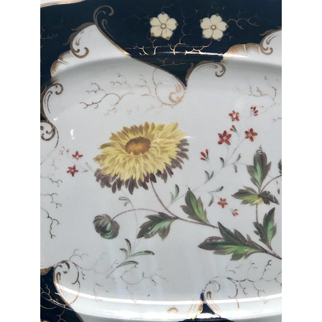 A large late 18th Century Worcester platter with a blue ground border and a floral center, circa 1790.