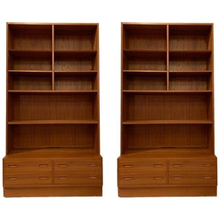 Poul Hundevad Danish Modern Teak Bookcase W Shelves W. 4-Drawer Chest Base For Sale