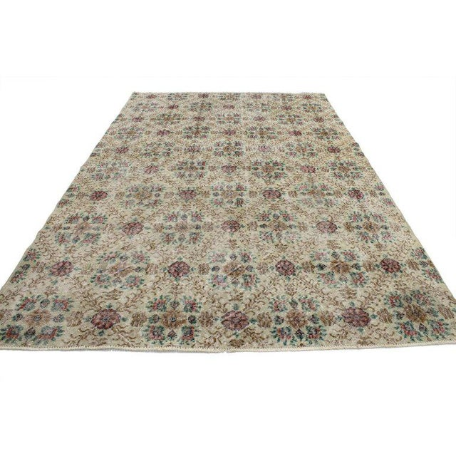 52024 Distressed Vintage Turkish Sivas Rug with Romantic English Cottage Style 06'05 x 09'07. With a Classic floral...