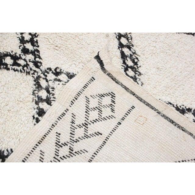 Vintage Beni Ourain Carpet - 5′9″ × 9′ - Image 5 of 6