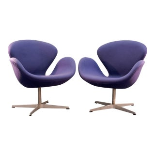 Swan Chairs Arne Jacobsen - a Pair For Sale