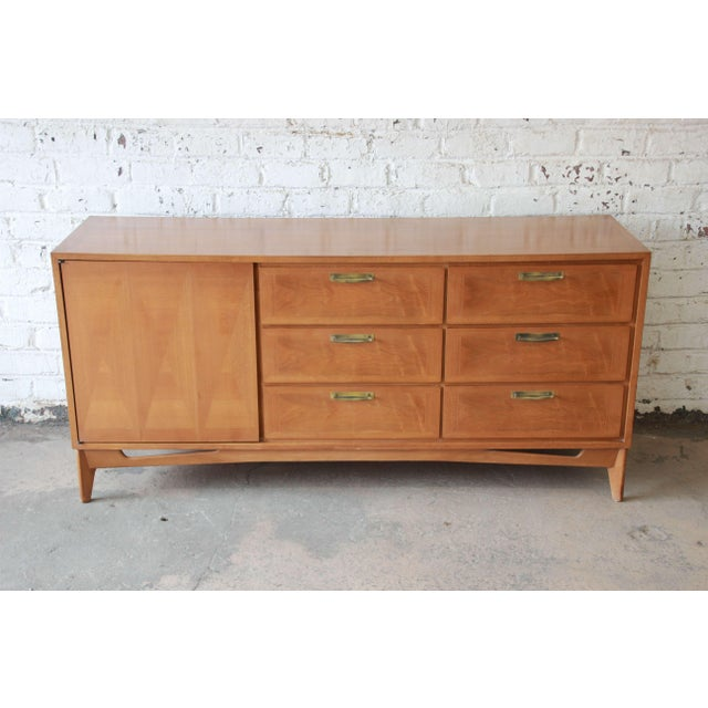 Offering a very nice mid-century modern mahogany credenza by Red Lion. The dresser has beautiful parquetry throughout the...