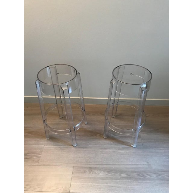 Design Philippe Starck, 2005 Batch-dyed polycarbonate Made in Italy by Kartell Transparent stools with a strong design...