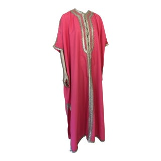 1970s Moroccan Caftan Hot Pink Embroidered With Silver, Kaftan For Sale