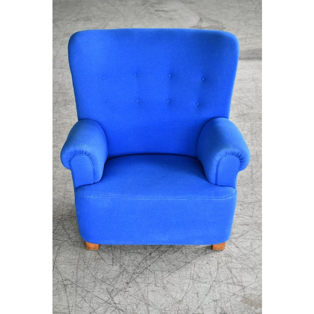 Classic Danish large-scale club or lounge chair similar to Fritz Hansen's model 1518 made probably between 1940-50. Super...