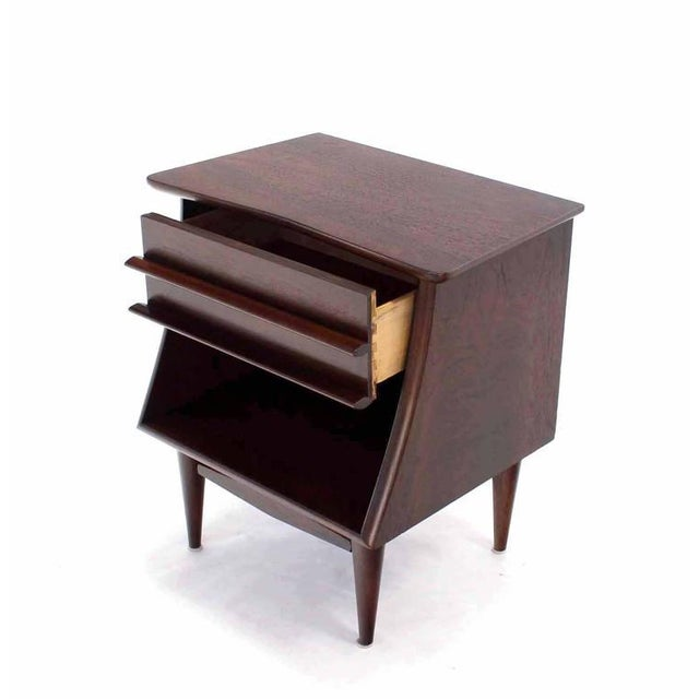 Mid-Century Modern Pair of American Walnut One Drawer Nightstands For Sale - Image 3 of 8