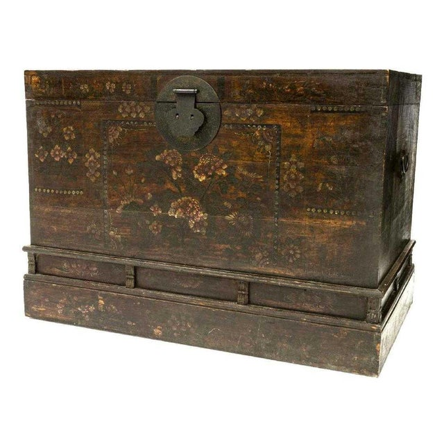Mid 20th Century 20th Century Chinese Polychrome Floral Storage Chest For Sale - Image 5 of 5