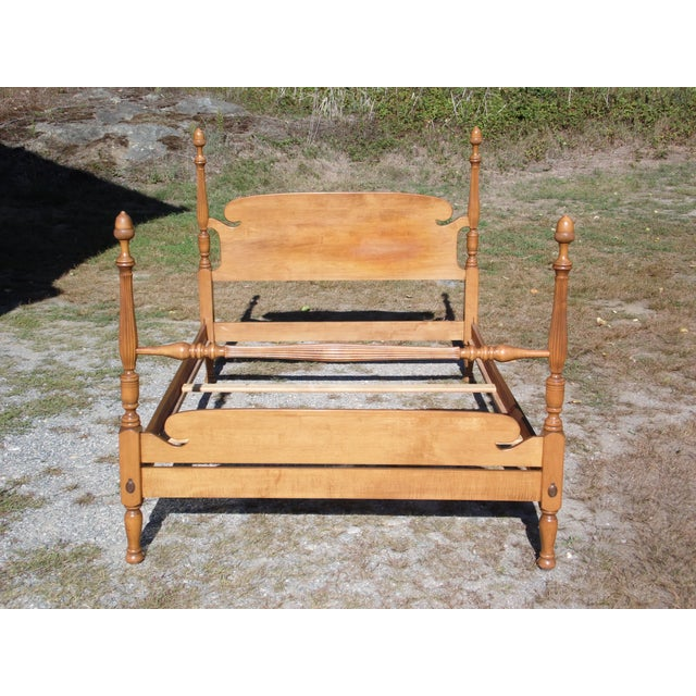 1940s Vintage Ethan Allen Baumritter Early American Maple Full Double Poster Bed For Sale - Image 5 of 12