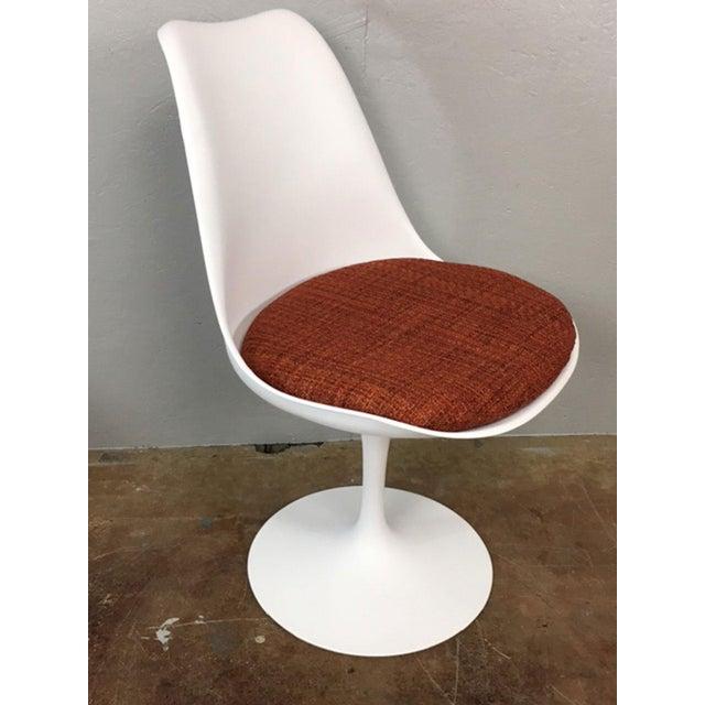 Eero Saarinen Tulip Dining Table & 4 Tulip Chairs Set For Sale - Image 5 of 11