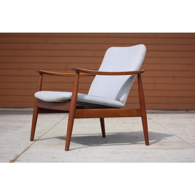 Mid-Century Modern 1950s Mid-Century Modern Finn Juhl Model Fd 138 Lounge Chair For Sale - Image 3 of 12
