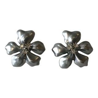 Vintage Kjl Grey Pearlized Flower Clip Earrings - a Pair For Sale