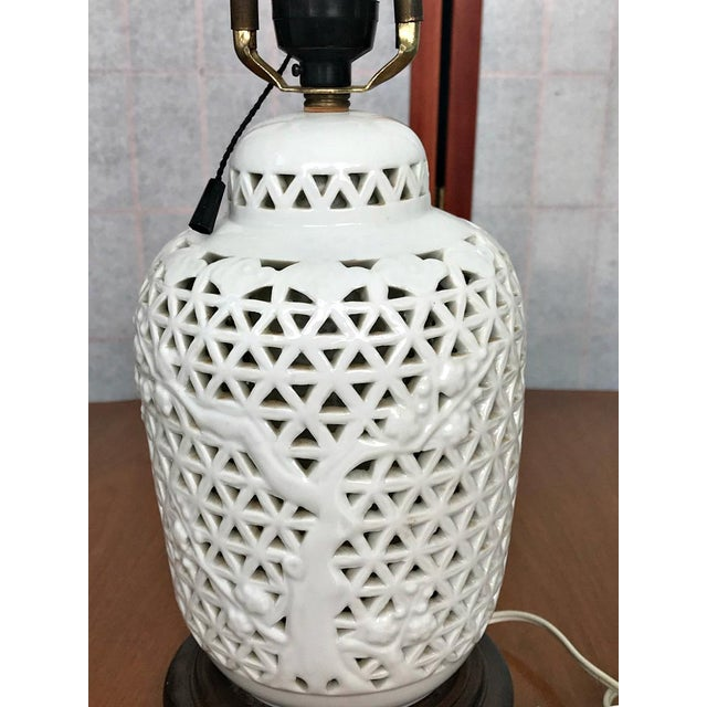 Blanc de Chine porcelain table lamp. Name on lamp, Morihiro Sangyo Japan. No chips or craacks. Pull chain.