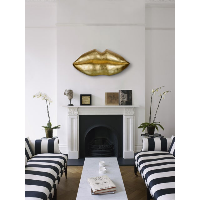 Kiss Kiss Resing Gold Wall Décor For Sale - Image 6 of 7