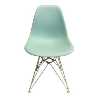 Charles and Ray Eames for Herman Miller Molded Plastic Wire-Base Side Chair For Sale