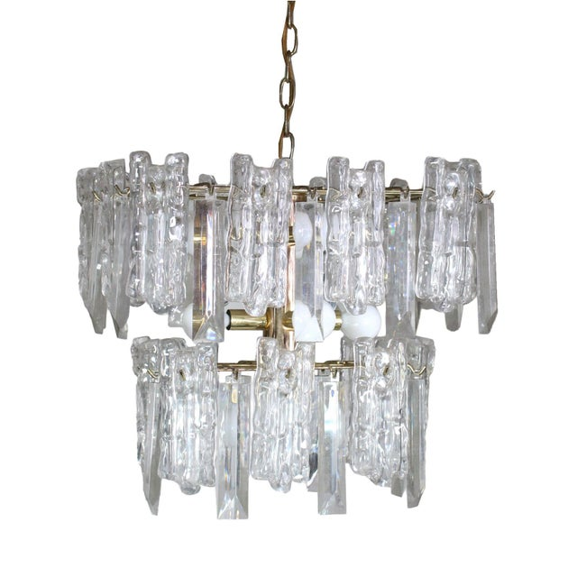 Kalmar 1960s Mid-Century 2-Tiered Austrian Brass & Ice Frosted Chandelier by Kalmar For Sale - Image 4 of 4
