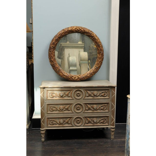 Contemporary Garland Mirror With Gilded Wooden Frame and Foliage Motif For Sale - Image 3 of 9