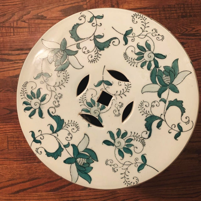 Chinese Green and White Porcelain Barrel-Form Garden Stool For Sale - Image 10 of 13