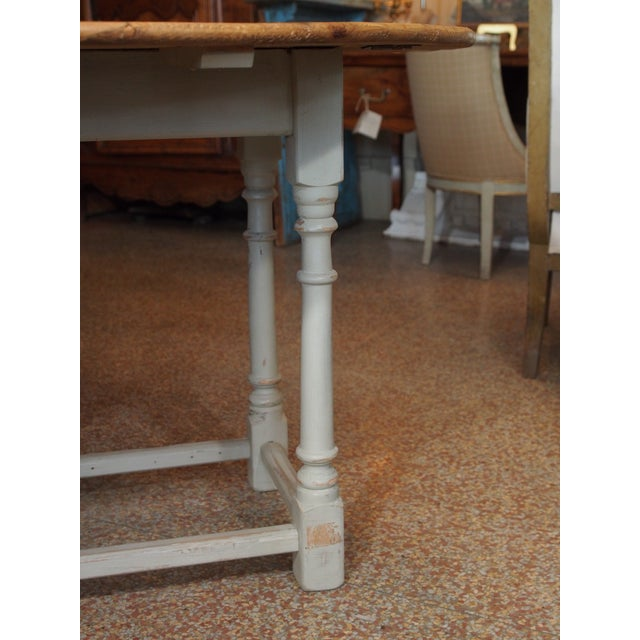 19th Century Swedish Peach Pine Dining Table For Sale - Image 4 of 13