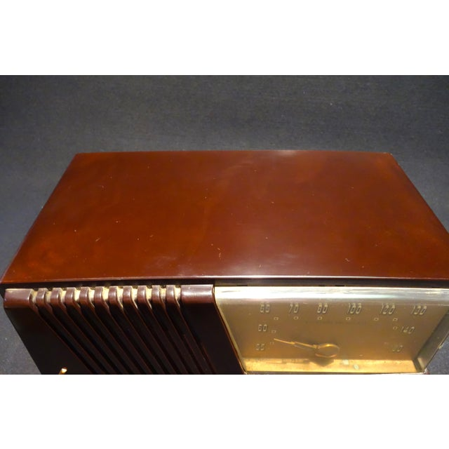 Silver Tone Circa 1950 Vintage Radio Offers a Wonderful Deco Look For Sale In Dallas - Image 6 of 7