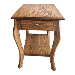 1990s Amish Crafted Transitional Chairside Table For Sale