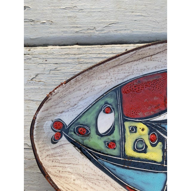 1950s Leather Wrapped Ceramic Hand-Painted Tray in the Style of Marcello Fantoni For Sale - Image 5 of 8