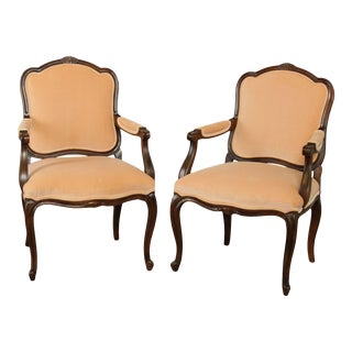 Century Chair Company Vintage Quality Pair French Louis XV Style Armchairs Fauteuils For Sale