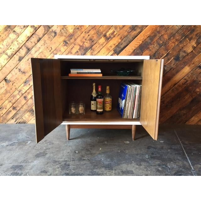 Mid Century Refinished Walnut Lacquered Bar Record Cabinet - Image 6 of 6