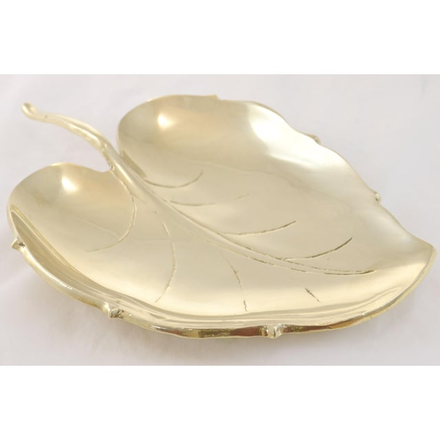Large vintage solid cast brass leaf tray with engraved veins and a stem handle. Great for entertaining or entryway...