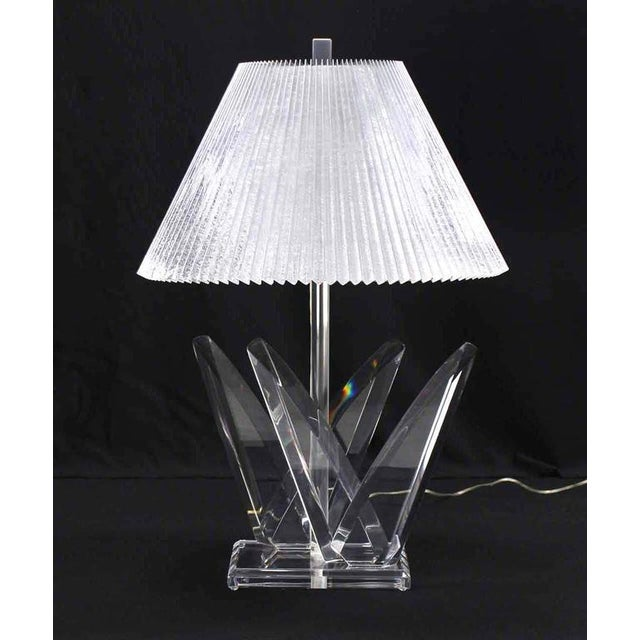 Mid-Century Modern Lucite Mid-Century Modern Table Lamp For Sale - Image 3 of 9