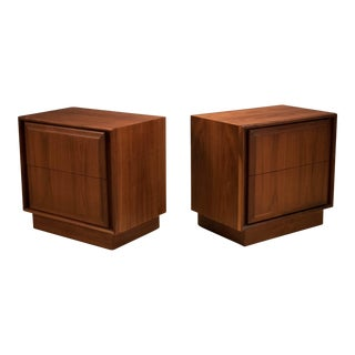 Pair of Mid-Century Walnut Nightstands For Sale