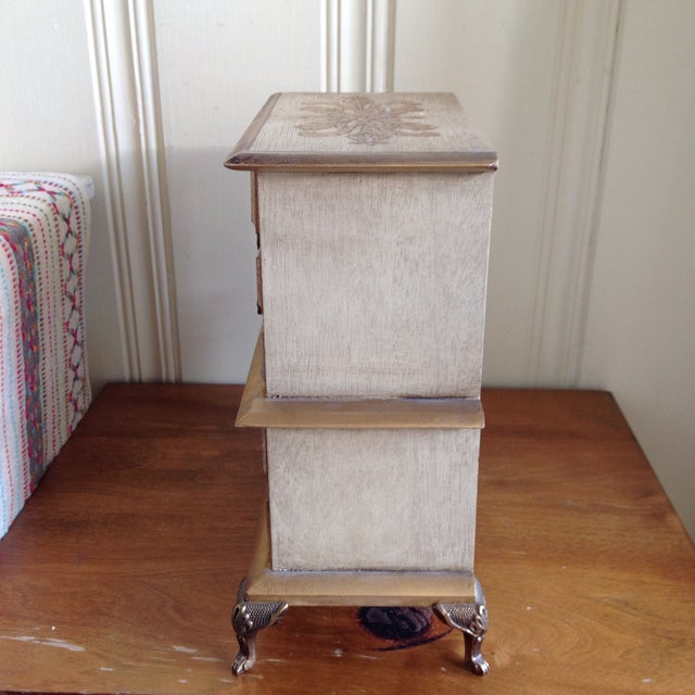 Mid-Century French Provincial Jewelry Box For Sale In Los Angeles - Image 6 of 9