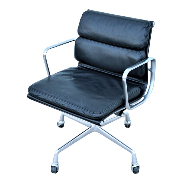 Vintage Mid-Century Modern Herman Miller Eames Soft Pad Black Management Chair For Sale