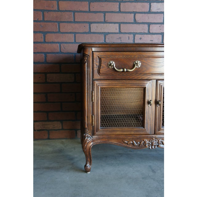 Welcome the classic ideas of French exquisiteness reminiscent of a French Chateau. These French Provincial nightstands...