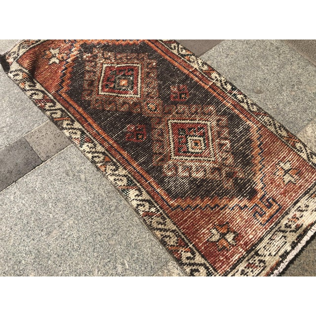 Vintage Faded Rug- 1′7″ × 3′3″ For Sale - Image 4 of 6