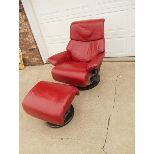 Mid-Century Modern Ekornes Stressless Dream Red Leather Chair With Ottoman For Sale - Image 3 of 11