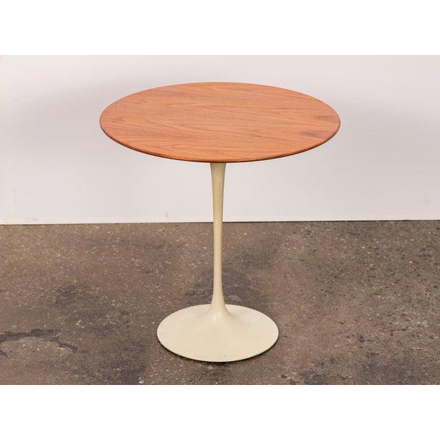 Sophisticated Vintage Walnut Tulip Side Table By Eero Saarinen For - Knoll pedestal table