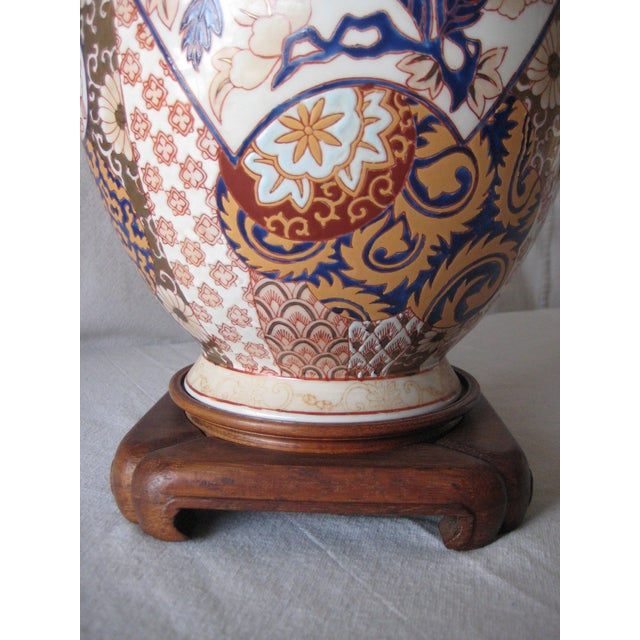 Apricot Mid 20th Century Imari Style Lamps on Wood Base - a Pair For Sale - Image 8 of 9