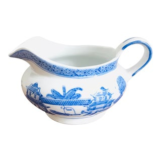 Vintage Willow-Ware Style Chinoiserie Blue and White Gravy Boat Pitcher For Sale