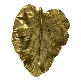 1940's Vintage Virginia Metalcrafters Hollywood Regency Brass Rhubarb Leaf Decorative Dish For Sale