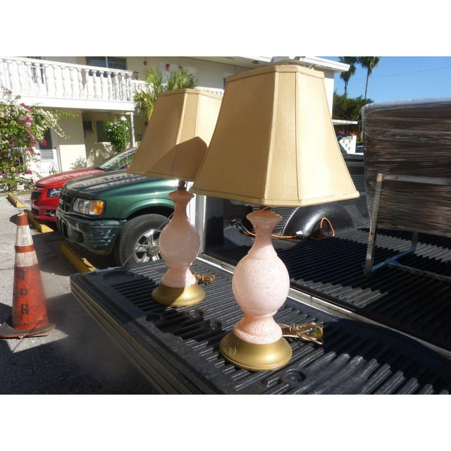 1960s Mid Century Modern Pink Flake Murano Art Glass Lamps - a Pair For Sale In Miami - Image 6 of 9