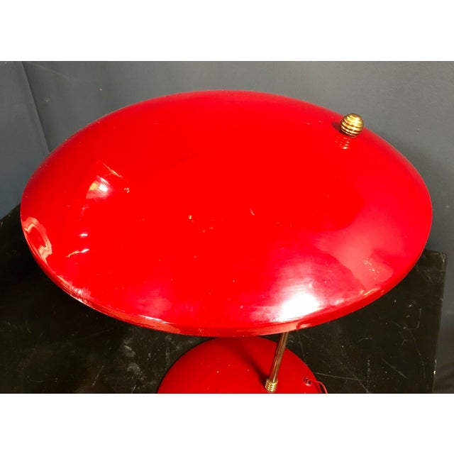 Italian 1950s Brass and Red Enameled Metal Italian Sculptural Table Lamp For Sale - Image 3 of 9