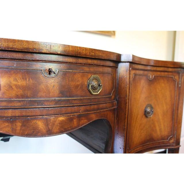 George III Serpentine Mahogany Sideboard - Image 4 of 4