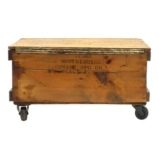 Rustic Country Farmhouse Tool Crate Coffee Table For Sale